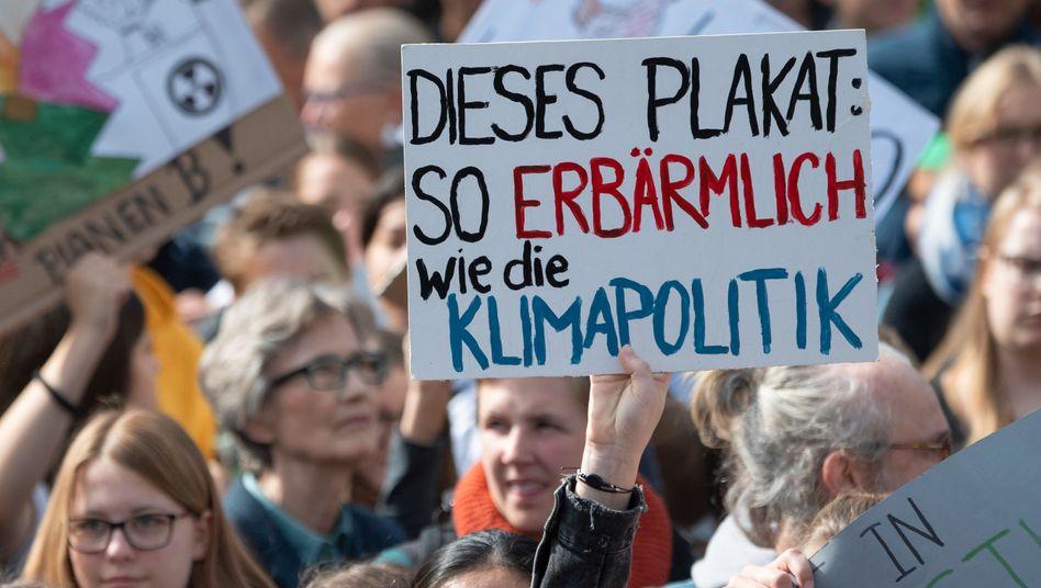 Proteste für mehr Klimaschutz: Die Bundesregierung hat das Klimaschutzgesetz im Vergleich zur ursprünglichen Planung deutlich abgeschwächt
