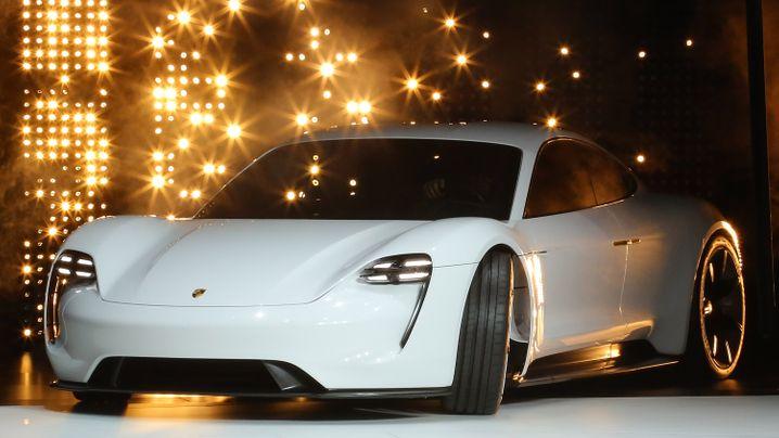 Porsche Mission E vs. Tesla Model S: Dieser Elektro-Porsche soll Tesla Paroli bieten