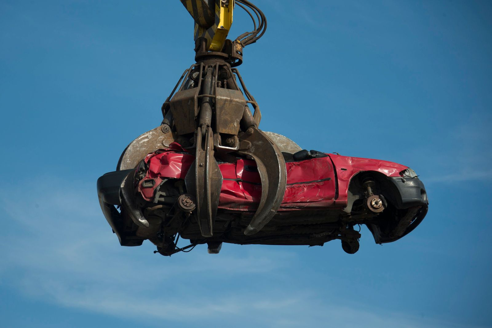 Crane lifts car body at Scholz scrap metal recycling plant in Espenhain