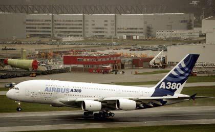Verkabelt und bald startbereit: Singapore Airlines soll im Oktober den ersten A380-Großraumjet erhalten