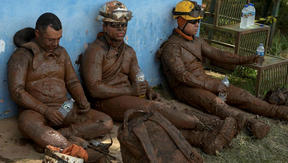 Rettungskräfte in Brumadinho, Brasilien: Die Zahl der Toten ist inzwischen auf 84 gestiegen