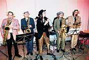 """Kraftvolle Untermalung: Für die musikalische Begleitung der Preisverleihung sorgte Zinatra, eine swingende """"Small Big Band"""" aus Hamburg"""