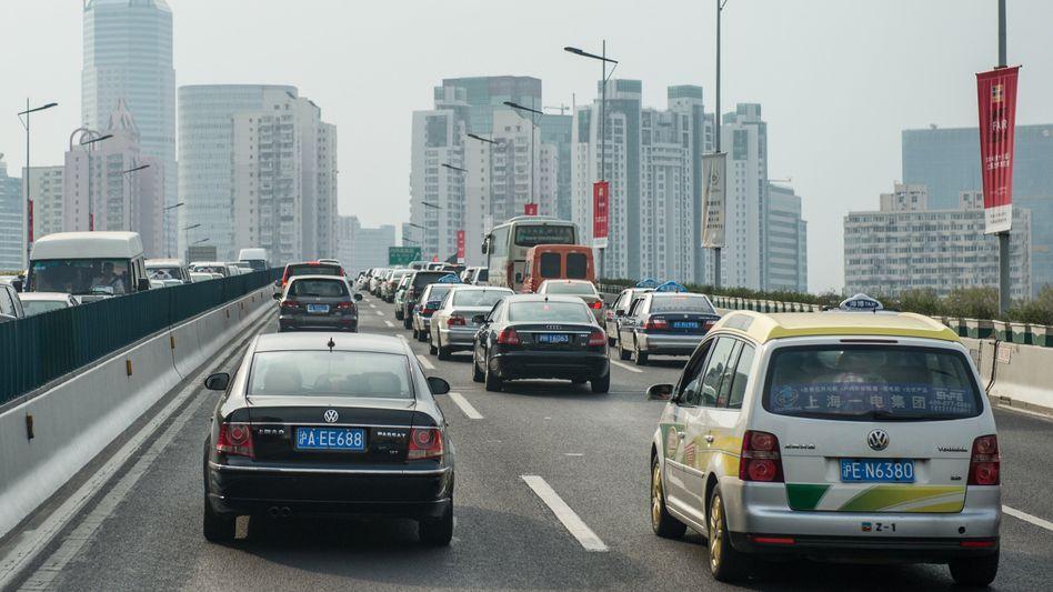 VW-Fahrzeuge im Stadtverkehr von Shanghai: Belebung des Marktes nach erstem Rückgang seit 20 Jahren