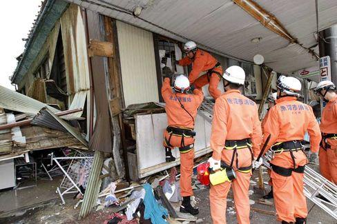 Aufräumarbeiten: Vor genau einer Woche bebte in Japan die Erde