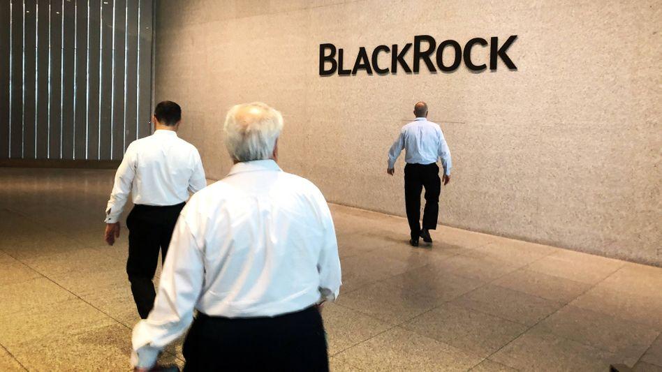 Spürbarer Preisdruck: Marktführer Blackrock wird zu günstigen Angeboten gedrängt.