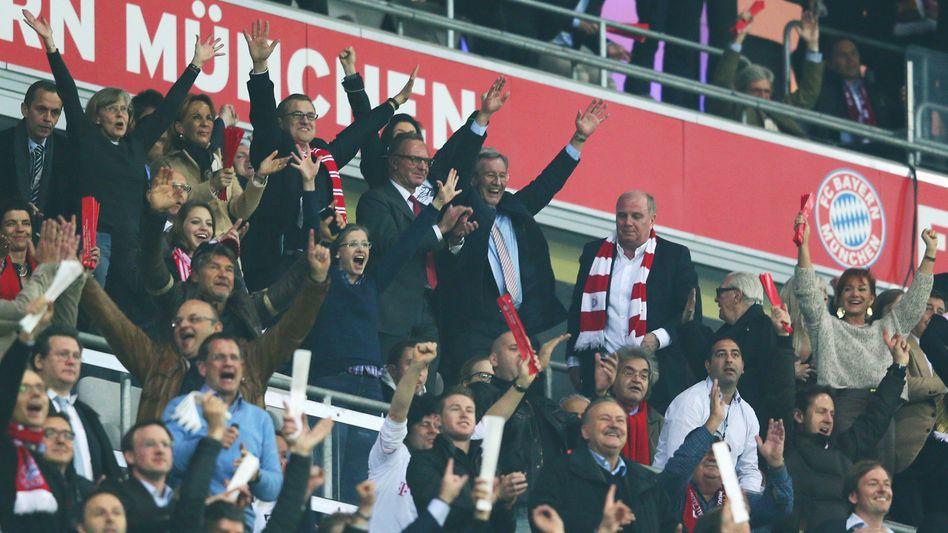 Feierlaune gedämpft: Hoeneß beim 4:0 seines FC Bayern München gegen Barcelona in der Champions League