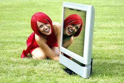 Boom bei LCD-Fernsehern: Miss IFA schaut fern