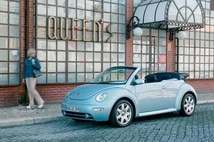 Auch mit textilem Haupt ein Sonnenscheinchen: Das New Beetle Cabriolet von Volkswagen