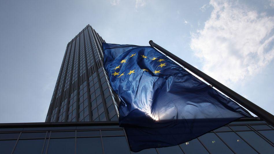 EZB in Frankfurt am Main: Kann eine seriöse Notenbank tatsächlich tatenlos zuschauen, wenn große Volkswirtschaften zusammenzubrechen drohen?