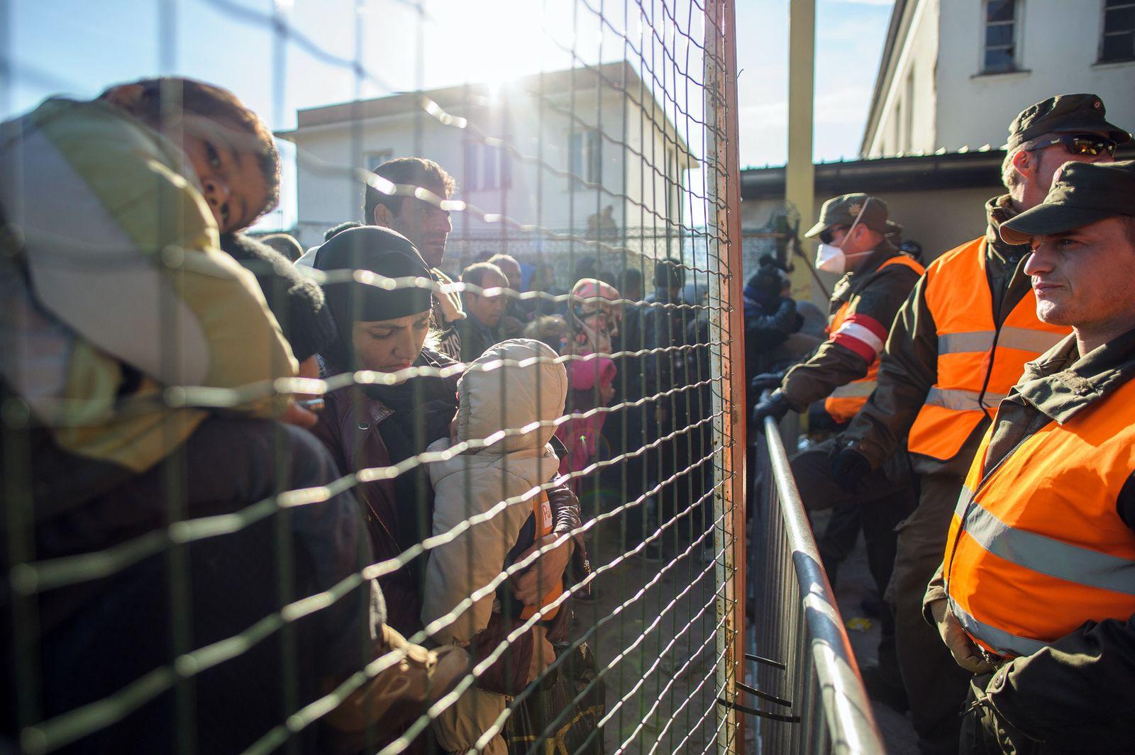 Österreich/ Grenze/ Zaun/ Flüchtlinge