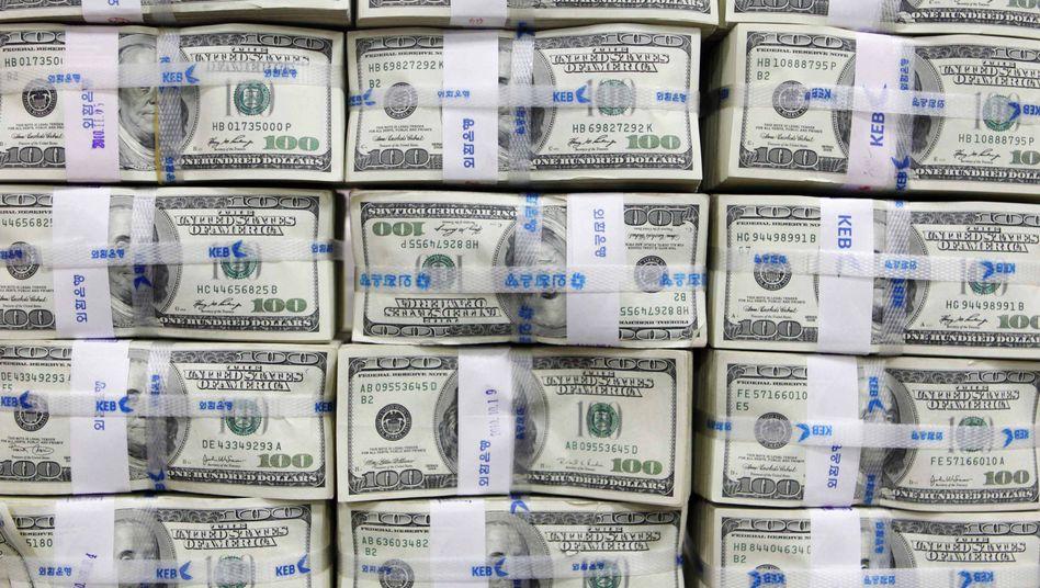 """US-Dollarnoten: Nach der Abstufung der USA durch USAS&P auf """"AA+"""" verfügen unter den sieben führenden Industrienationen nur noch Deutschland, Frankreich, Großbritannien und Kanada über die Topbonität """"AAA"""""""