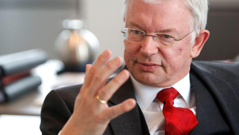 """Roland Koch: """"Bei fortgesetztem Vertun kippt die Stimmung in Richtung Vertrauensverlust"""", meint Chefkontrolleur Bernhard Walter"""