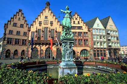 Römerberg: Restaurierte Patrizierhäuser in der Frankfurter Altstadt