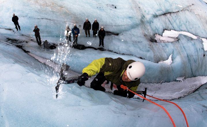 Vorsicht mit der Eisaxt: Arktische Abenteuer hart am Gletscher