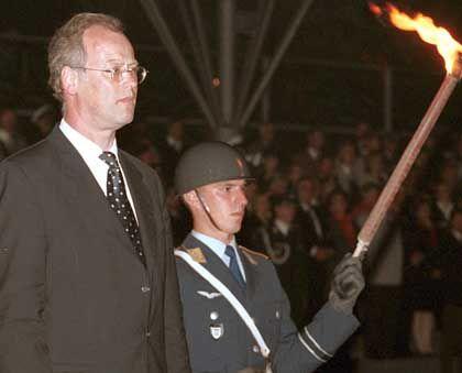 Time to say Good-bye: Der glücklose Rudolf Scharping verlor seinen Posten als Verteidigungsminister