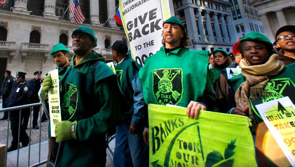 Beliebte Pose: Die Occupy-Wall-Street-Demonstranten von 2011 wollten den Reichtum der Finanzelite durch Steuern umverteilen, die Flashmob-Trader versuchen es mit den eigenen Mitteln der Wall Street