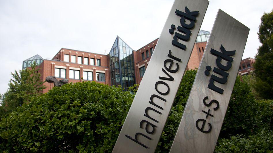 Hannover-Rück-Zentrale in Hannover: Der Rückversicherer will 2012 mehr als 800 Millionen Euro einnehmen