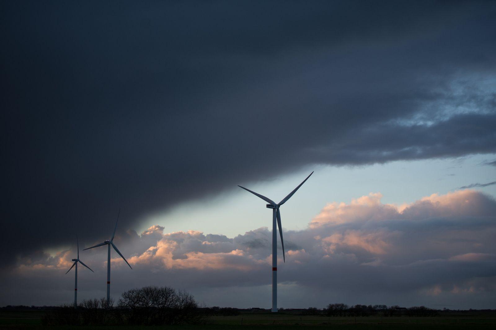 Windräder / Windenergie / Erneuerbare Energie