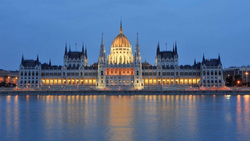 Mächtiges Parlament: Mit ihrer Zwei-Drittel-Mehrheit ist die ungarische Regierungskoalition in der Lage, die Verfassung zu ändern - zum Leidwesen ausländischer Konzerne