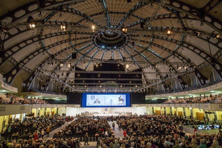 Volle Halle: Die Präsenz der Aktionäre steigt auf 35,8 Prozent - immerhin
