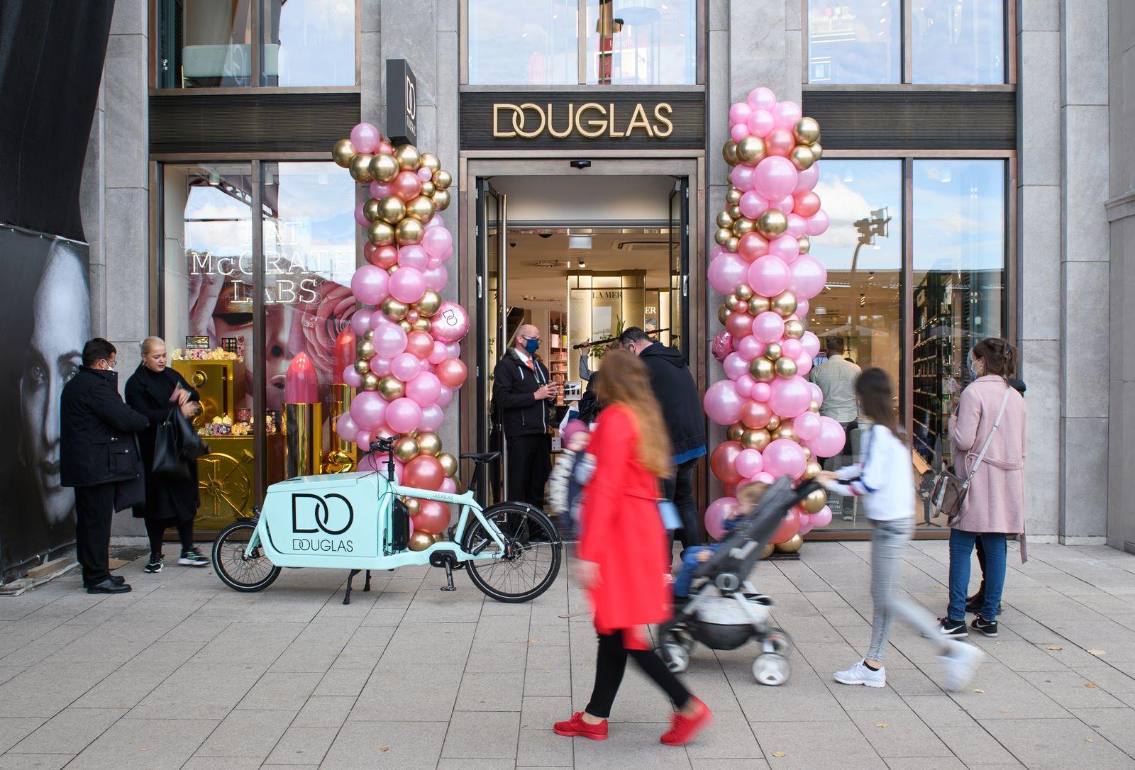 Douglas eröffnet Filiale am Jungfernstieg