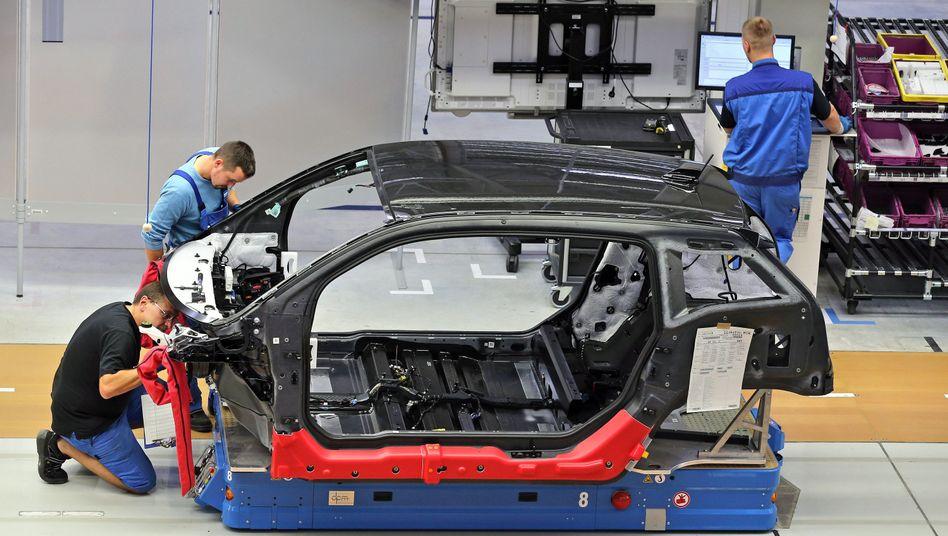 Produktion des i3 im Werk Leipzig: Um die Nachschubprobleme mit Carbon zu lösen, will BMW jetzt mindestens 100 Millionen Euro zusätzlich investieren