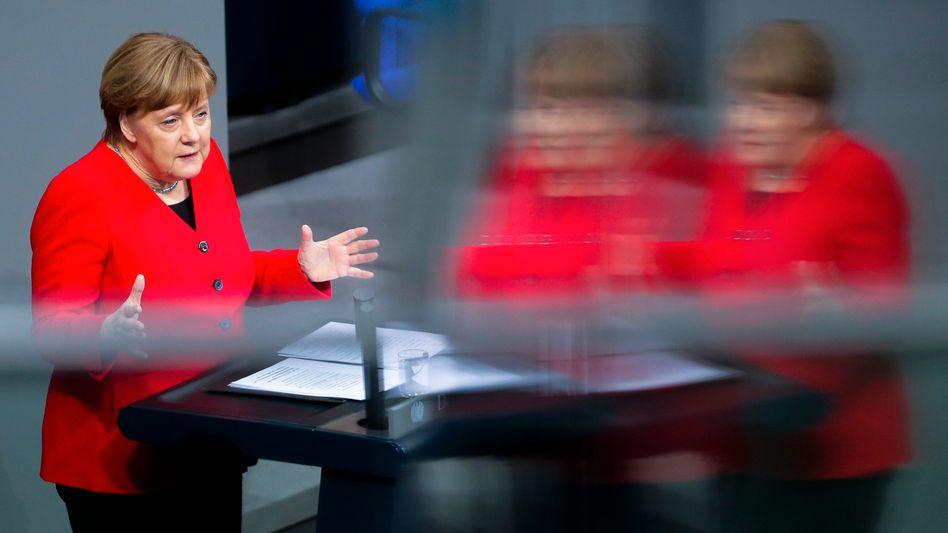 Kanzlerin Merkel im Bundestag: Kurze Verlängerung möglich - aber Europawahl muss rechtens bleiben
