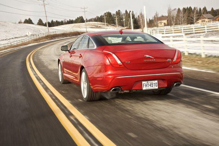 Jaguars Oberklasse-Limousine XJ ist seit Ende 2012 auch mit Allradantrieb erhältlich