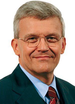 """39. Tag Herbert Lütkestratkötter (57), CEO von Hochtief seit 1. April 2007 Vor fünf Tagen musste """"Dr. Lü"""" Verluste im deutschen Baugeschäft melden. Heute, auf seiner ersten HV als Hochtief-Chef, will er die Aktionäre mit guten Nachrichten überzeugen: die Übernahme des Flughafens Budapest und mehr als 100 Millionen Euro erwarteten Gewinn für 2007."""