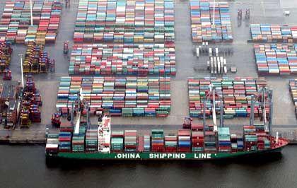 In alle Welt: Container-Terminal Waltershof im Hamburger Hafen