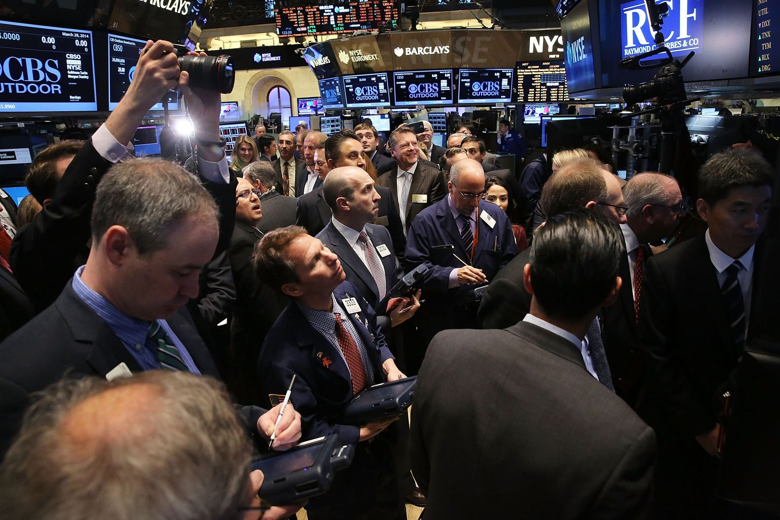 US-DOW-OPENS-DAY-UP-ONE-HUNDRED-POINTS