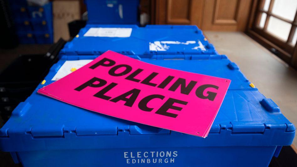 Wahlurne in Edinburgh (Schottland, Großbritannien)
