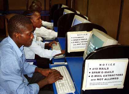 Zuversicht und Sorge:Internetcafé in Nigeria