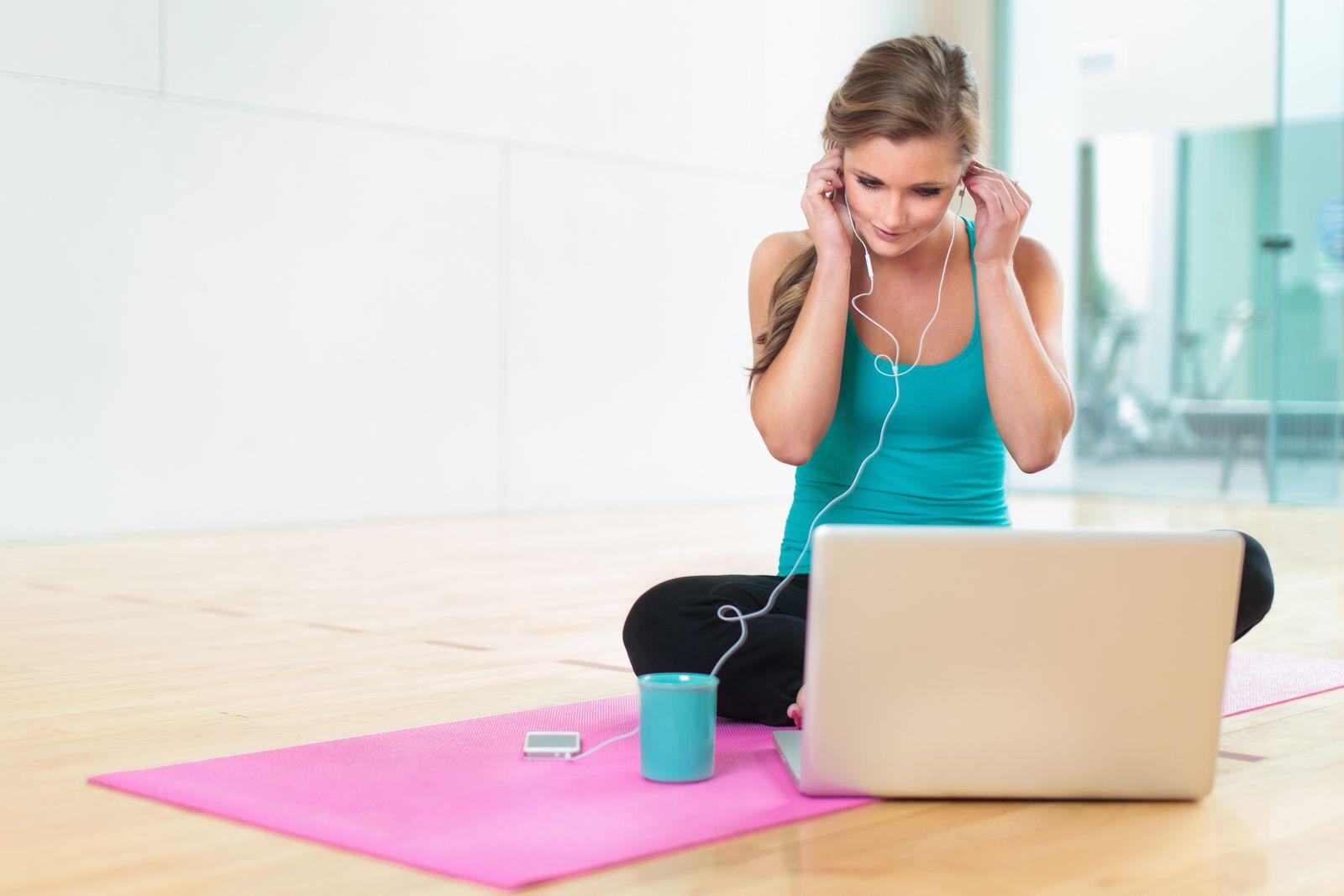 EINMALIGE VERWENDUNG Gymnastik / Yoga / Notebook