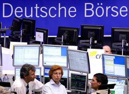 Wechselbad der Gefühle: Zunächst hatten Börsianer einen ruhigen Tag, dann schwappten neue Krisenmeldungen aus den USA nach Europa