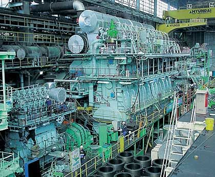Schiffsdiesel: Die Sparte, die sowohl schwere Motoren für Containerriesen als auch leisere Aggregate für Passagierschiffe baut, gilt als Perle von MAN. Marktstellung: 1. Platz Umsatz: 1,3 Milliarden Euro Kapitalrendite (ROCE): 11,4 Prozent