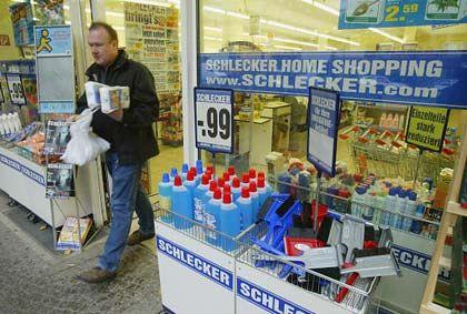 Schlecker Home Shopping: Das Angebot reicht von Digitalkameras über Exzenterschleifer bis hin zur Barbiepuppe