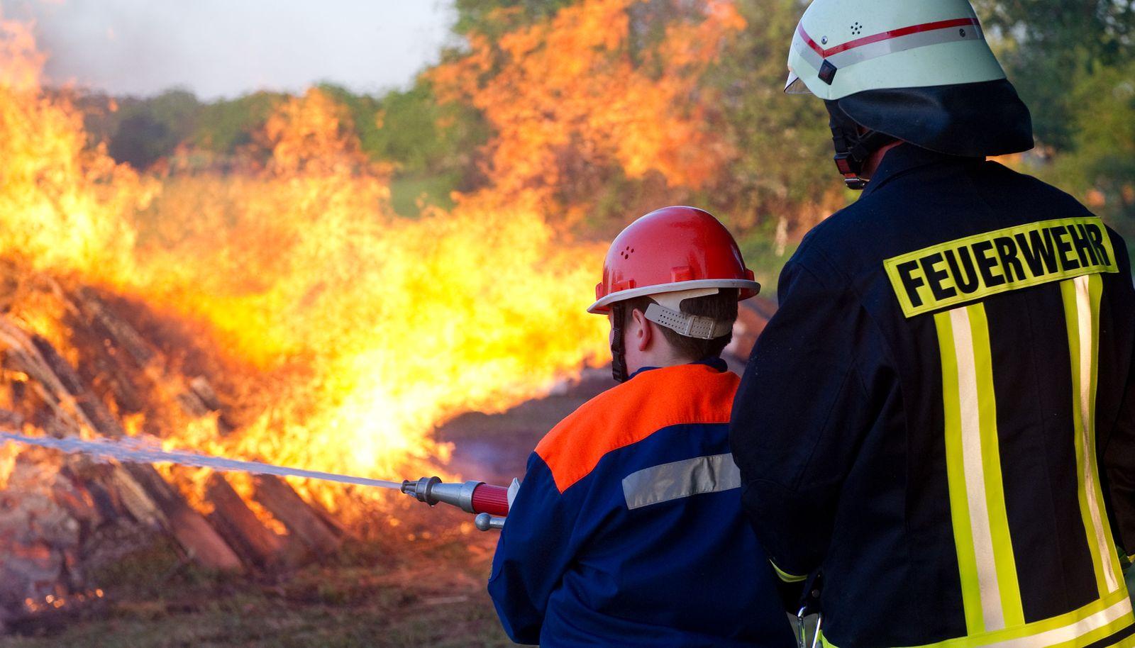 Feuerwehr Nachwuchs / Brand Löschen