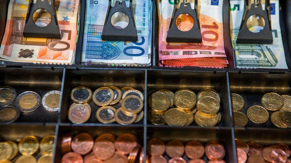 Es mehren sich die Stimmen, das Bargeld abzuschaffen. Doch wer würde letztlich davon profitieren?