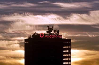 Gewinnrückgang in Sicht: Dämmerung über der deutschen Vodafone-Zentrale in Düsseldorf