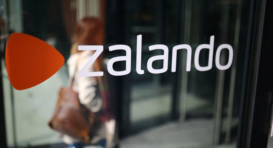 Zalando-Logo: Im ersten Quartal rutschte das Unternehmen in die roten Zahlen, seit April stabilisiert sich das Geschäft jedoch wieder