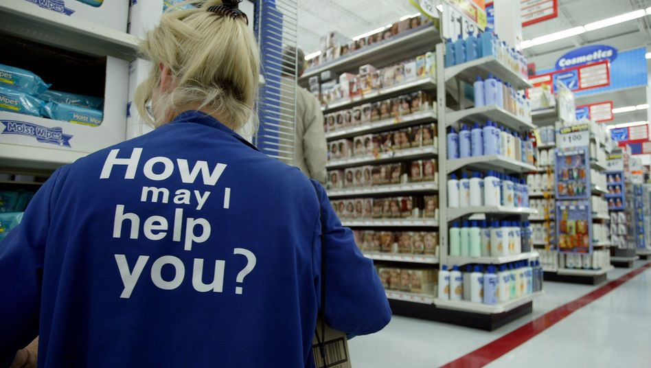 Verkäuferin bei Wal-Mart: Der Discounter beschäftigt weltweit mehr als 2 Millionen Menschen