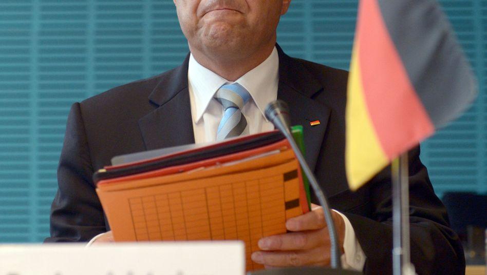 Bundesinnenminister Hans-Peter Friedrich (CSU): Groß angekündigte Reform des Verfassungsschutzes fällt kleiner aus