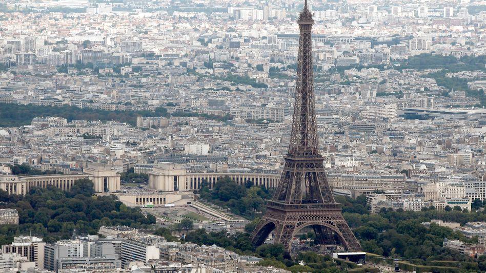 Blick auf Paris: Frankreich gerät finanziell allmählich unter Druck