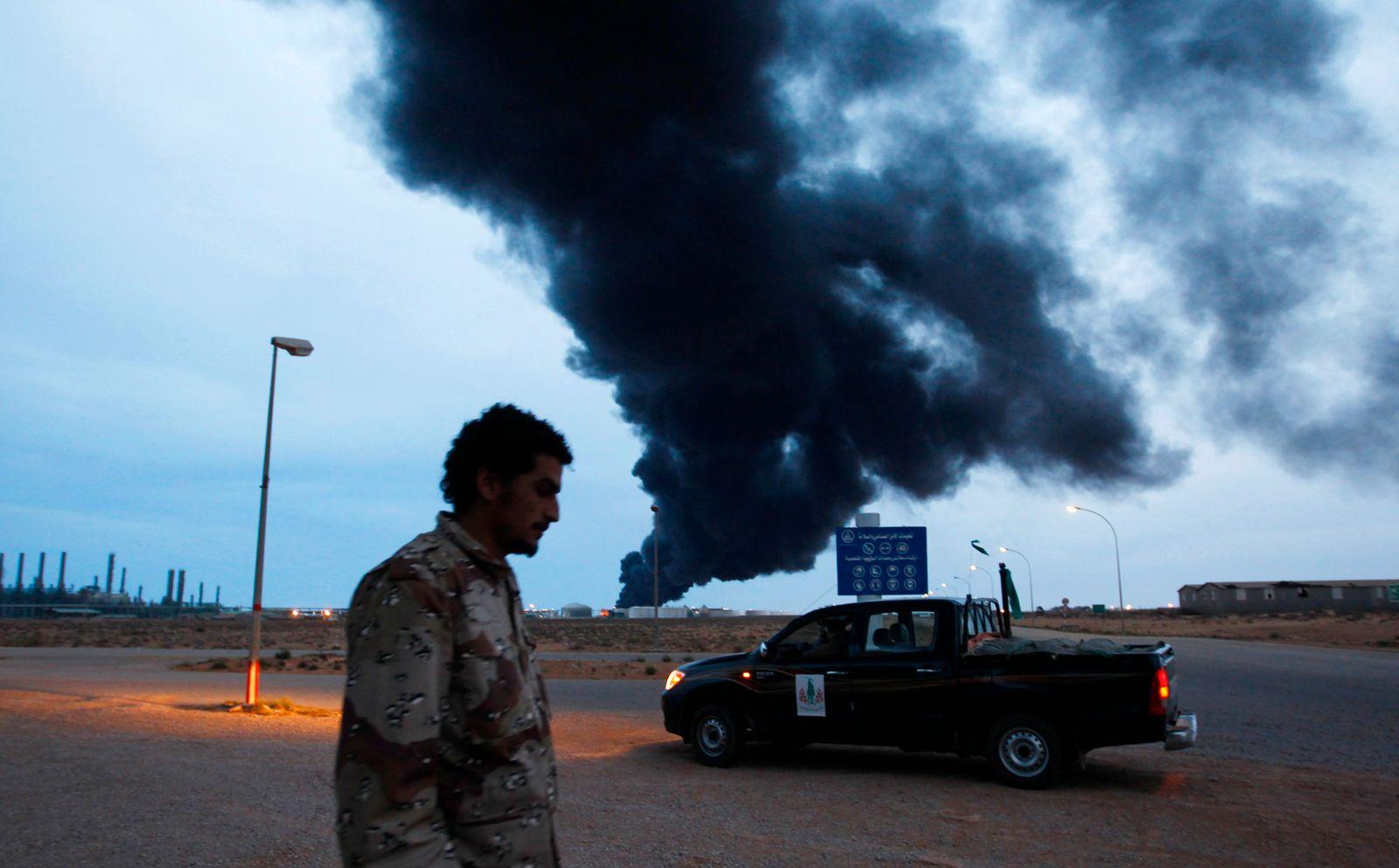 Libyen Raffinerie brennt
