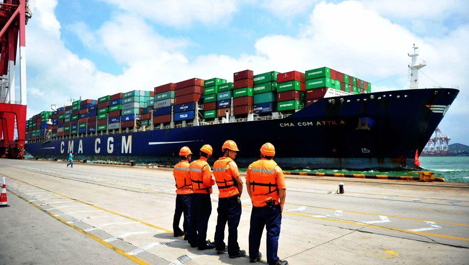 Hafen in Qingdao: Der Zollstreit zwischen China und USA hat das US-Handelsdefizit verringert