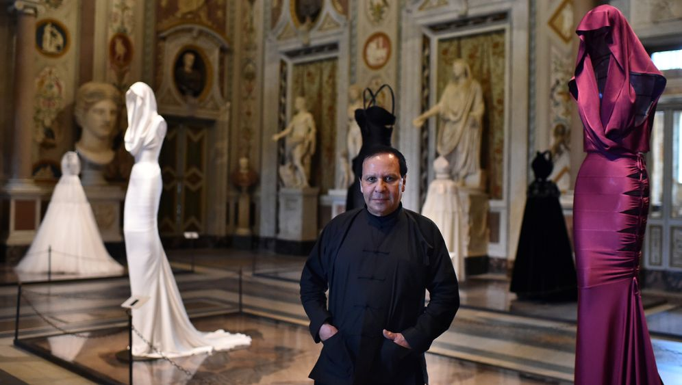 Modedesigner Azzedine Alaïa: Der rätselhafte Mann im Mao-Anzug
