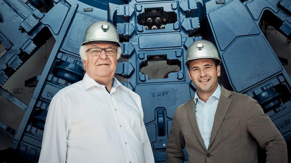 Herren im Untergrund: Maschinenmonster von Firmengründer Martin Herrenknecht und Sohn Martin-Devid geben den Takt im Bohrgeschäft vor