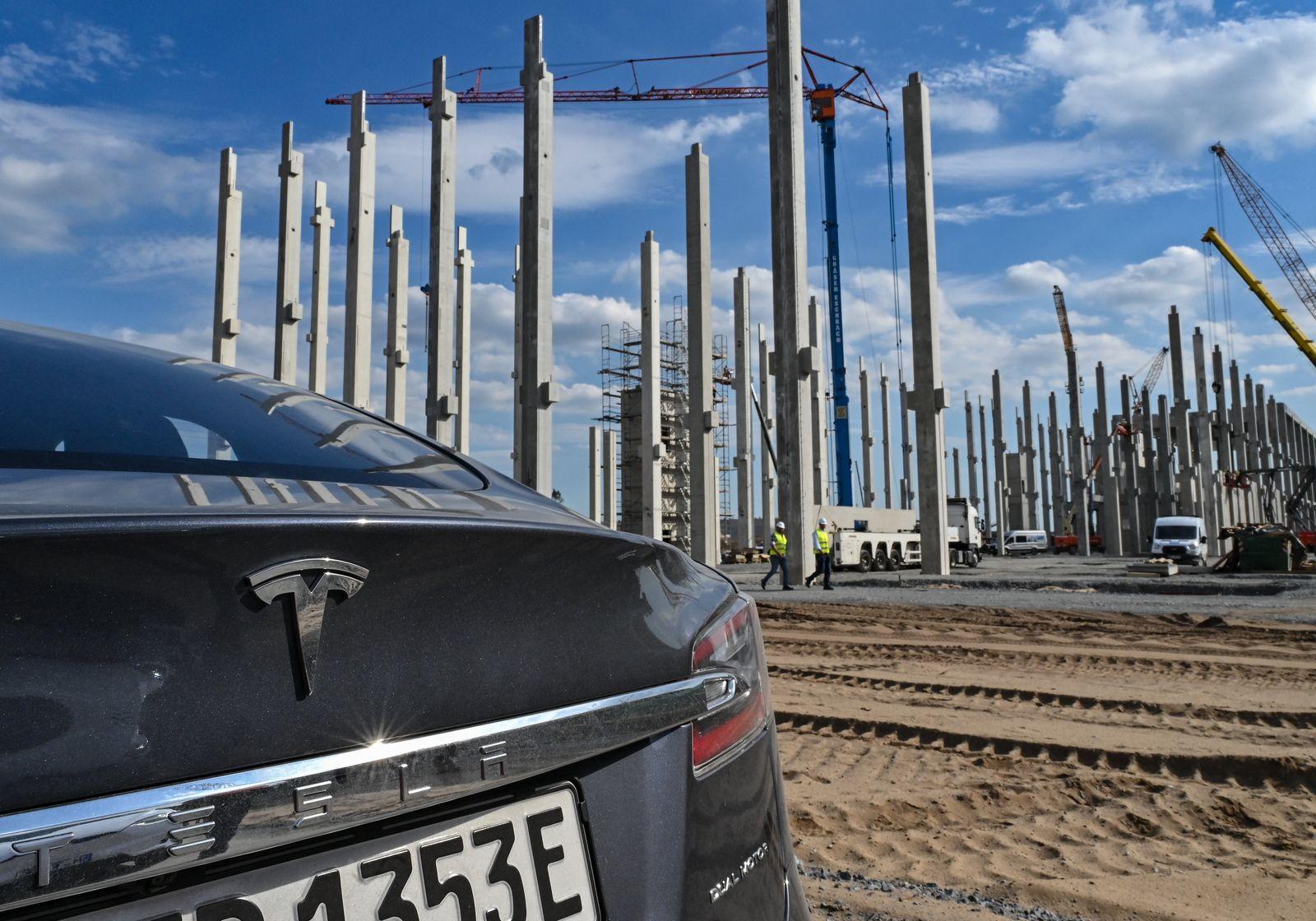 Rundgang über das Baugelände der Tesla Giga-Factory