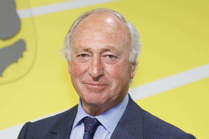 Dieser freundliche ältere Herr ist Igor Landau (Jahrgang 1944) und Aufsichtsratsvorsitzender von Adidas.